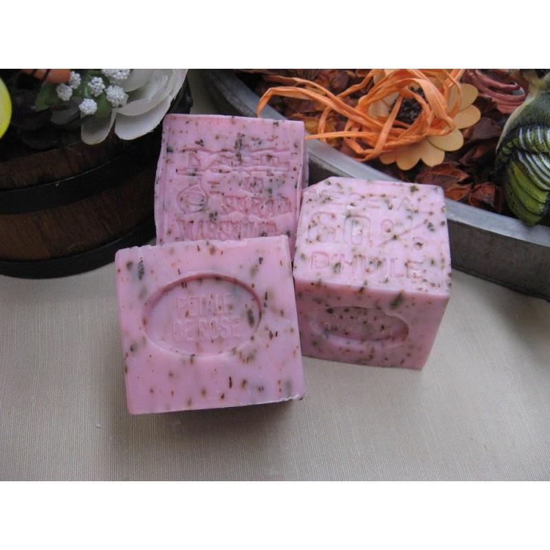 Savonnette parfum e petales de rose broyees base de - Veritable savon de marseille ...
